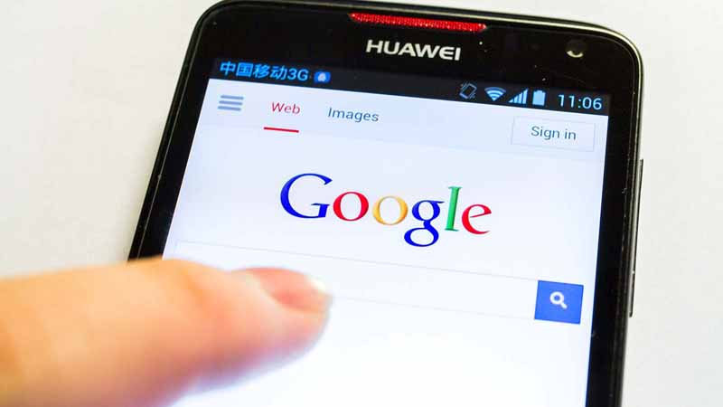 A person using Google on a Huawei phone.