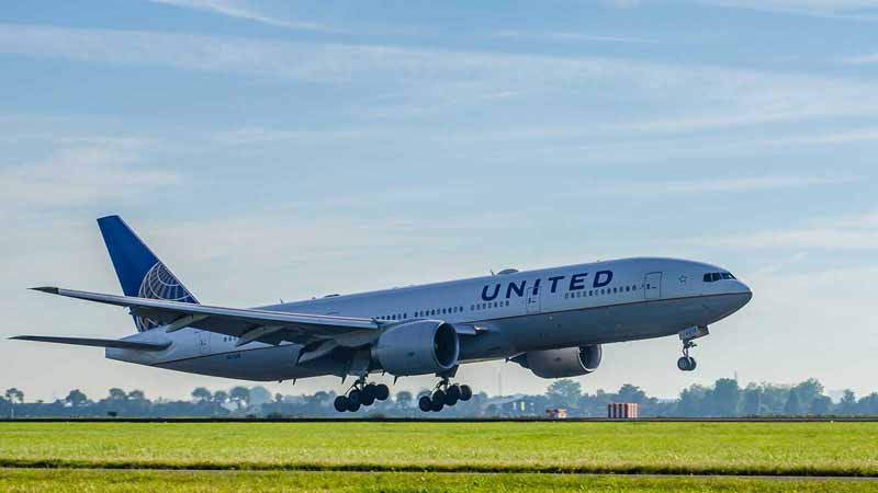 United Airlines airplane.