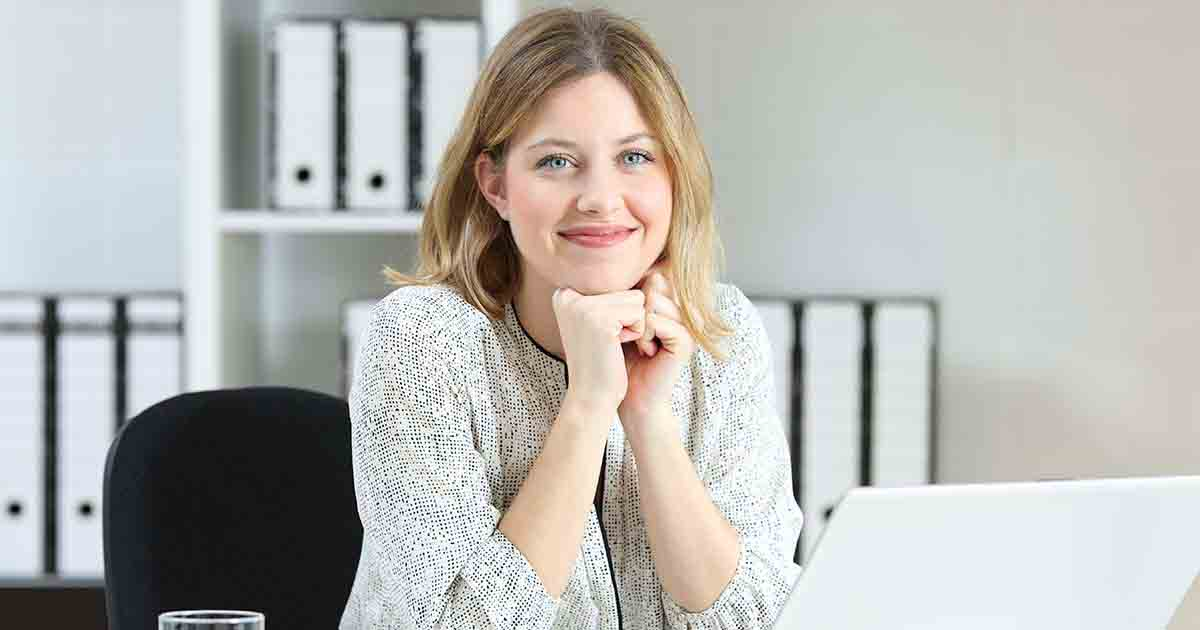 Smiling businesswoman at computer.